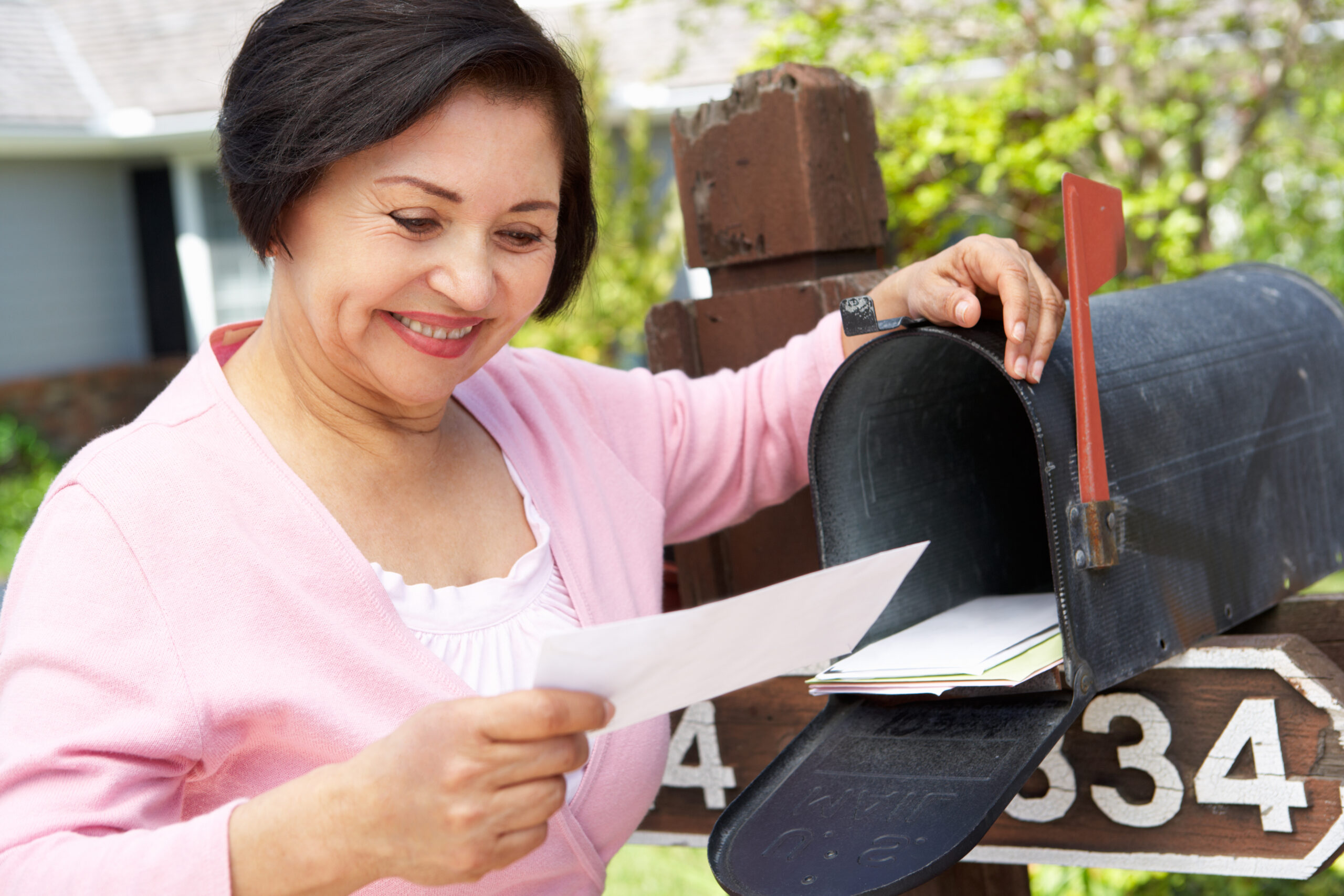 An immigrant checking her U.S. citizenship status by mail